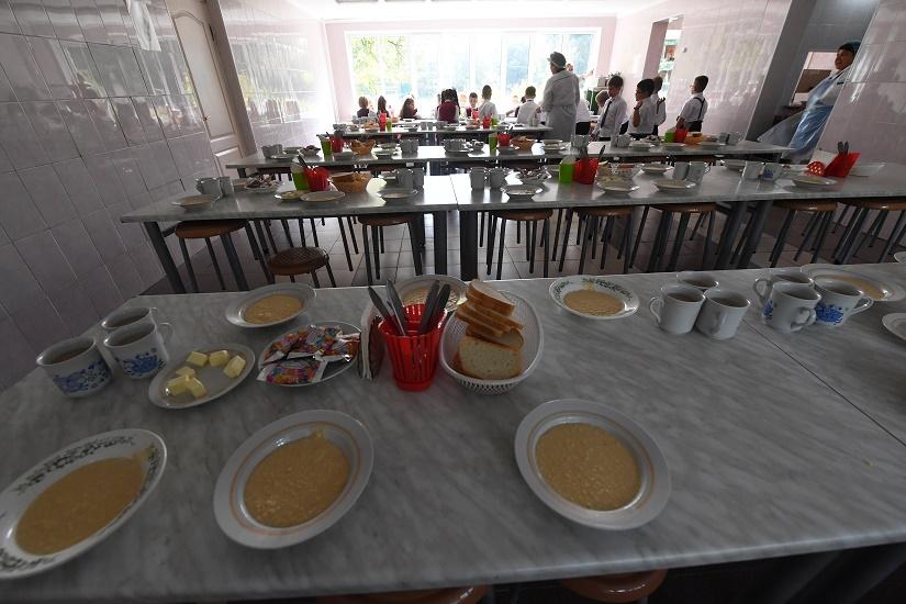 В Госдуме обсуждают возможность введения бесплатного питания для школьников, а волгоградский парламент «кормит» детей лекциями о здоровом питании