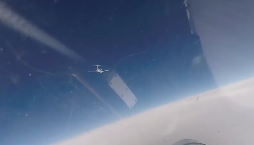 Истребитель Су-27 обнаружил самолеты-разведчики на границе с Россией