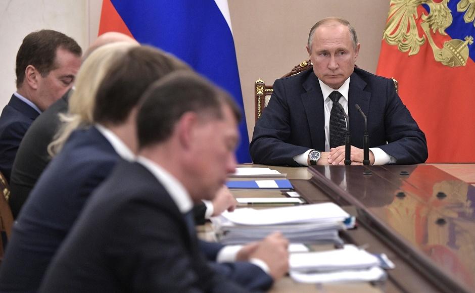 Кризис миновал: Путин повысил зарплаты себе, Медведеву и другим высокопоставленным чиновникам