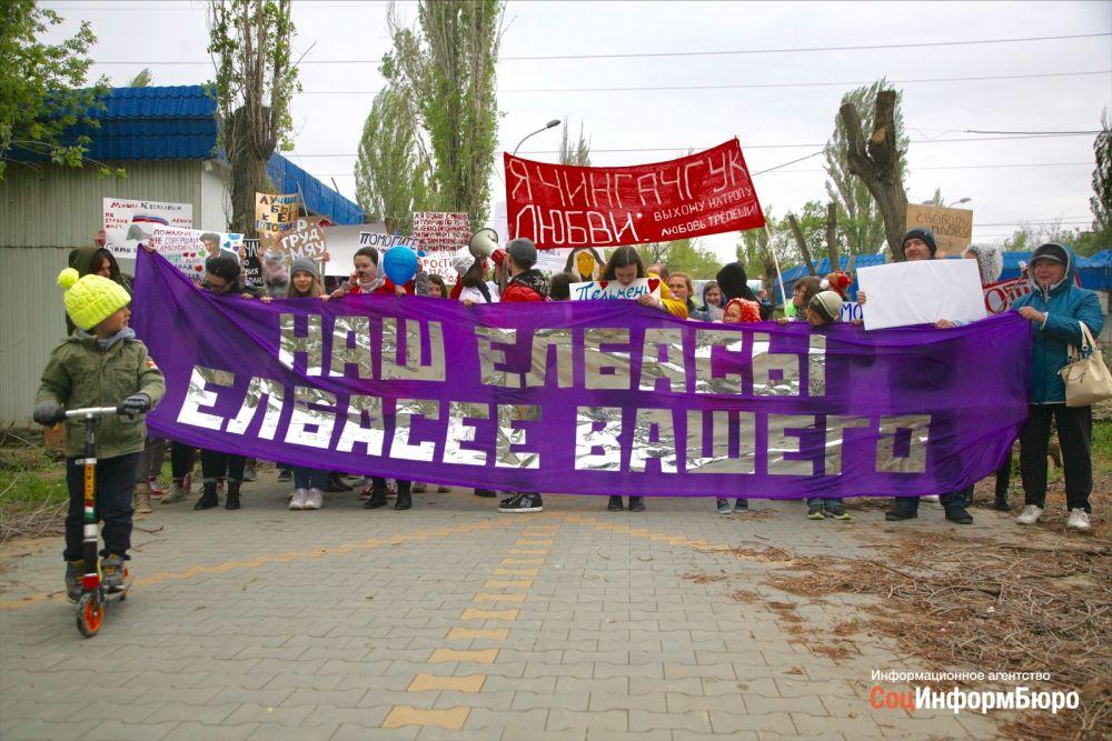 «Наш елбасы елбасее вашего»: в Волгограде прошла очередная «Монстрация»