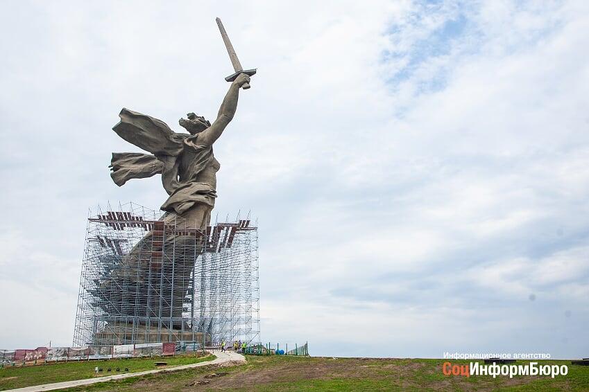 Родина-мать станет светлее: В Волгограде проверили ход реставрации главного монумента страны