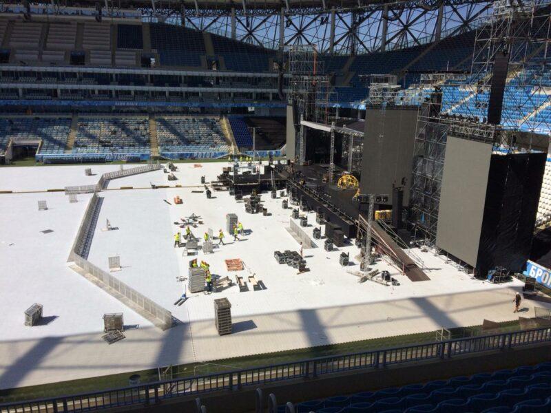 «Шоу европейского масштаба»: на стадионе «Волгоград Арена» проходят последние приготовления перед концертом группировки «Ленинград»