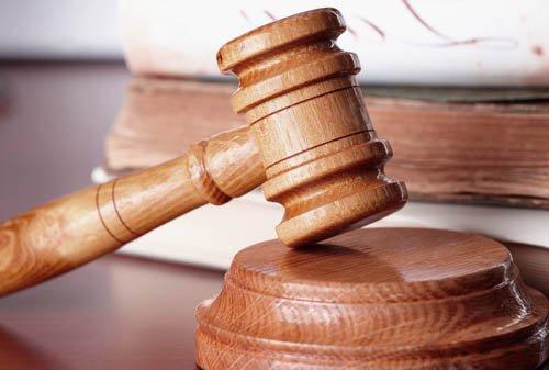 Гуртом легче бить: принят закон, позволяющий обращаться в суды с коллективными исками