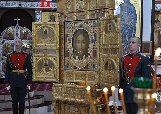 Икона «Спас Нерукотворный» покидает Волгоград. Ей поклонились саперы, снайперы, десантники
