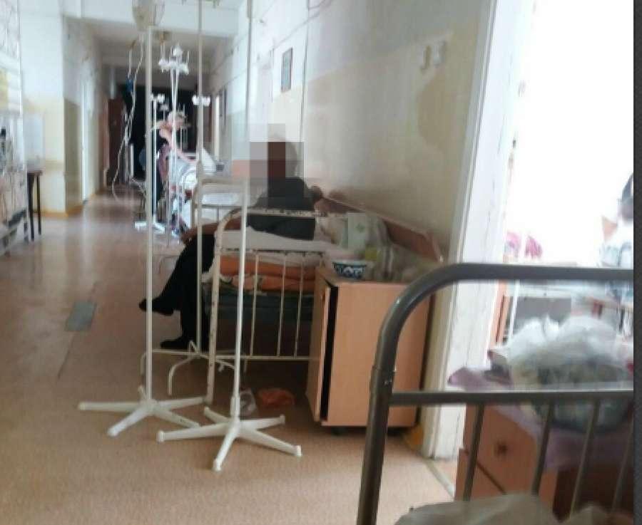 Парализованного больного бросили в коридоре больницы Фишера в Волжском