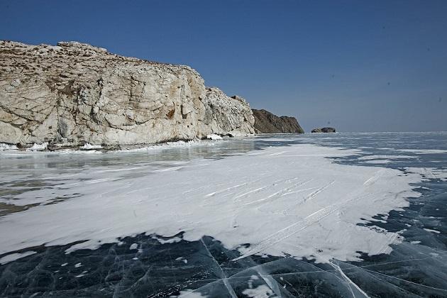 НаБайкале под лед провалился автомобиль слюдьми, есть жертвы