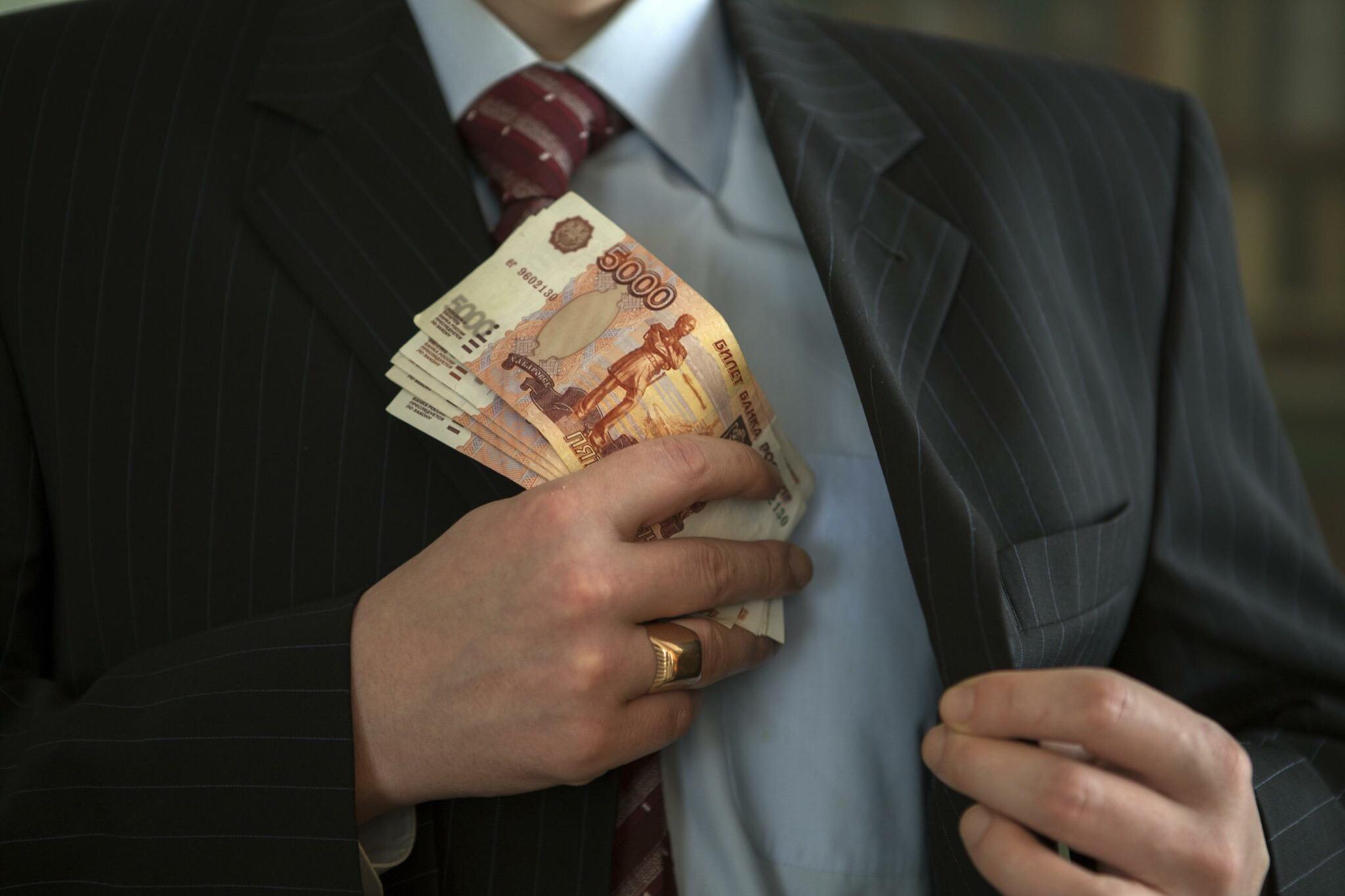 В Волгограде директор транспортной фирмы не заплатил государству более 5 миллионов рублей