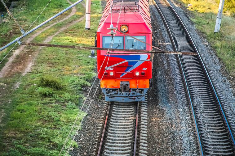 Поезд изАдлера «разорвался» подороге вПетербург