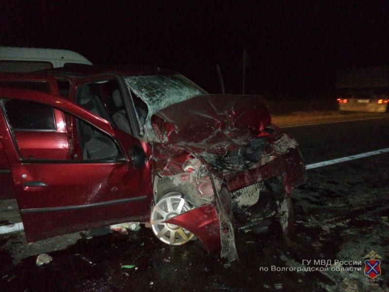 Под Волгоградом втройном ДТП погибла 57-летняя пассажирка «Рено»
