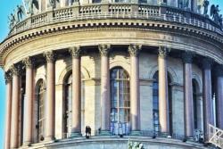 Исаакиевский собор: общественность выступает против передачи РПЦ