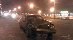 В Волгограде водитель на «Мерседесе» устроил двойное ДТП
