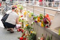 Возложение цветов к месту трагедии в Мюнхене. David Speier Globallookpress