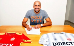 Хуан Себастьян Верон возобновил карьеру футболиста
