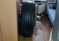 На трассе Москва-Волгоград колесо отлетело в придорожный медпункт