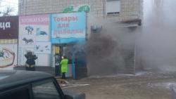 В Волгограде в жилом доме загорелся подвал с магазинами