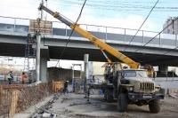 В Волгограде на Комсомольском мосту монтируют лестницу