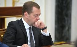 Медведев потребовал привести улицы российских городов в порядок