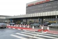 Летевший из Волгограда в Москву американский гражданин сломал плечо при выходе из самолета