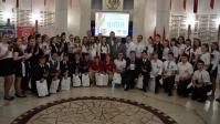Выдающиеся волгоградские школьники В День России получили удостоверения гражданина России