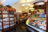 «Добрые люди» заставляли продавцов в Волгограде работать по десять суток