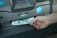 В России запретят снимать наличность с анонимных карт и кошельков
