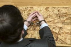 Двое юристов пытались обмануть волгоградского бизнесмена