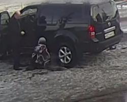 Водитель сбил мальчика и заставил его стоять на коленях в воспитательных целях