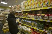 Стало известно, сколько тратят россияне за один поход в магазин