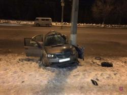 В Волгограде водитель иномарки погиб от удара в столб