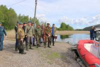 В Карелии приостановили поиски подростков на озере