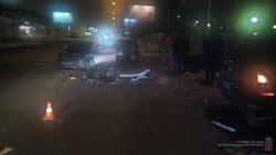 Дорожная яма привела к аварии в центре Волгограда