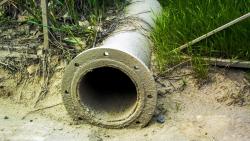 Под Волгоградом селяне пытались сдать трубы водопровода на металлолом