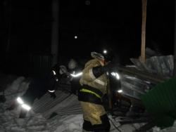 Появились фотографии с места разрушения крыши в конном клубе