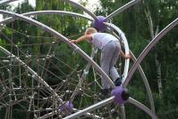 После падения на детской площадке возле ГДЮЦ ребенок потерял сознание