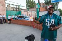 В Волгограде журналисту из Нигерии вернули потерянную сумку с деньгами