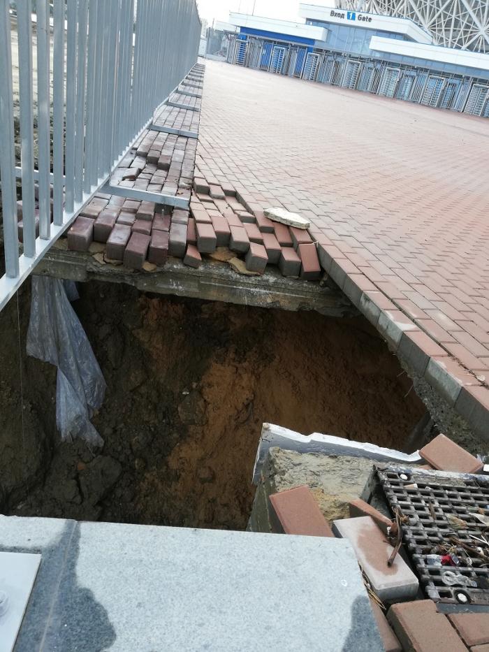 Дождем смыло берегоукрепление под новым стадионом (ФОТО и ВИДЕО)