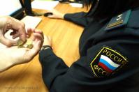 Волжанка попыталась оплатить долг старыми рублями