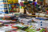 """В Красноармейском районе Волгограда напротив разрушающего """"Юбилейного"""" начинают торговлю школьными товарами"""