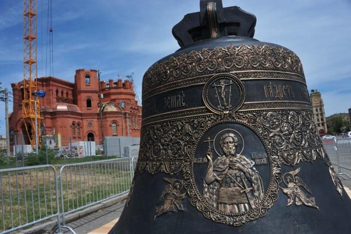 12-тонный колокол для храма Александра Невского прибыл в Волгоград