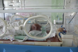 24-летняя мать напоила новорожденного сына уксусом
