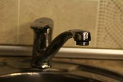 В Ворошиловском районе устранили повреждение на водопроводе