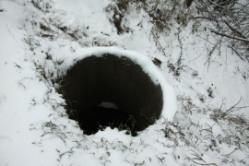 Под Волгоградом школьник провалился в канализационный колодец