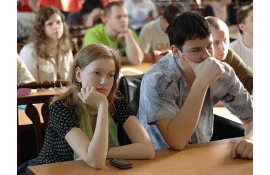 Студенты после пар под юбки короткие