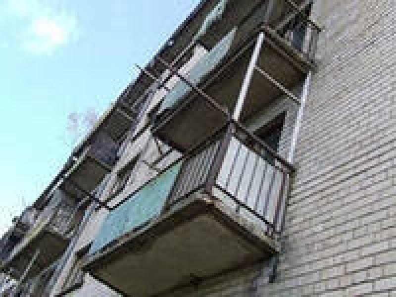 Астраханка разбилась в результате падения с балкона пятого э.